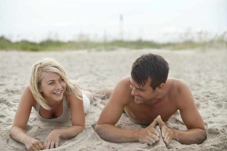 Josh-Duhamel-and-Julianne-Hough-safe-haven