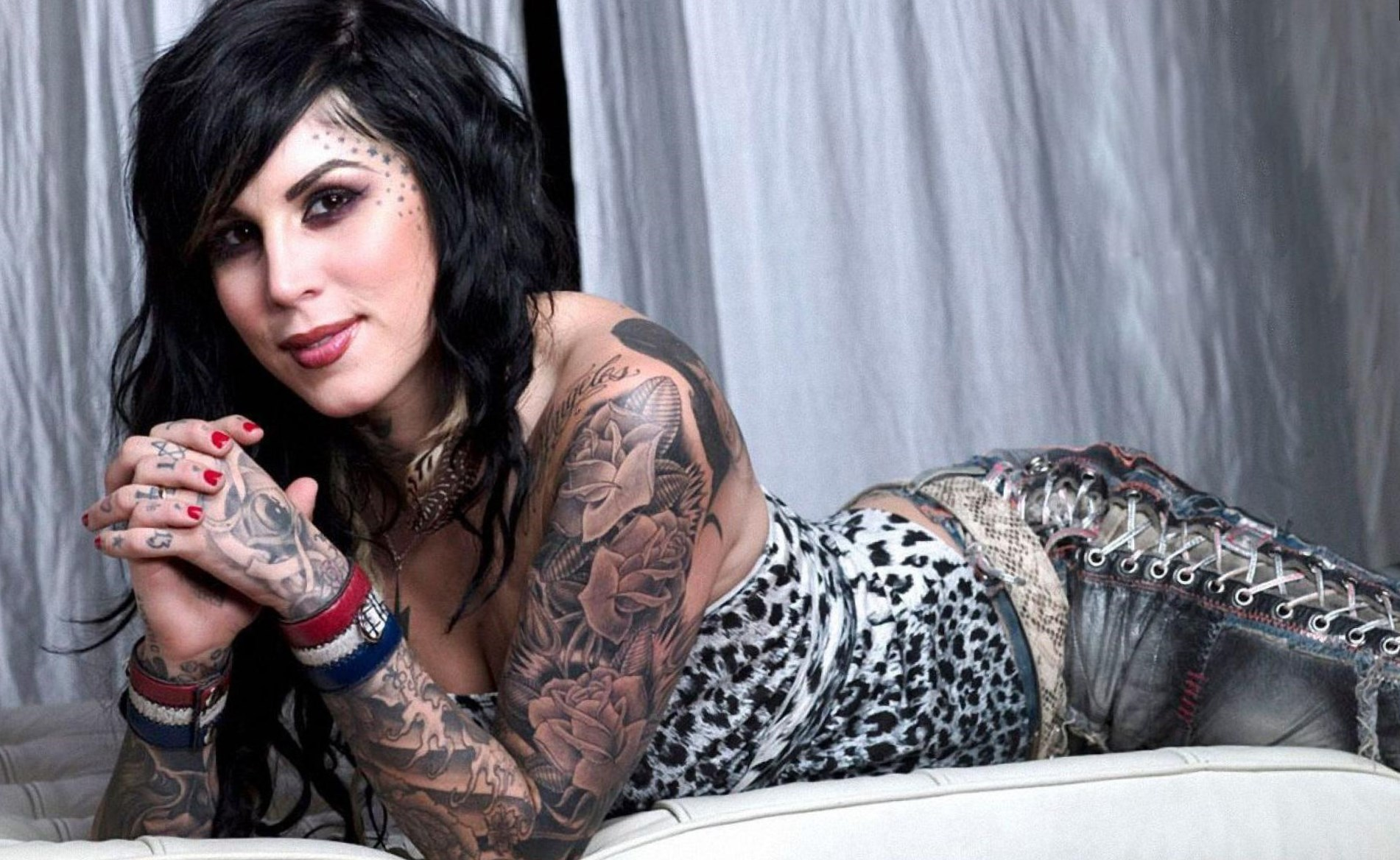 Celebrity kat von d plastic surgery photos video for Girl tattoo artist