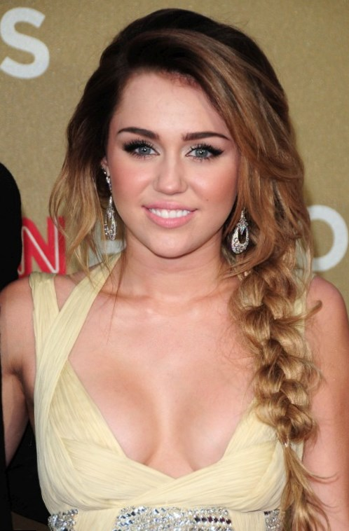 Celebrity Miley Cyrus - Weight, Height and Age