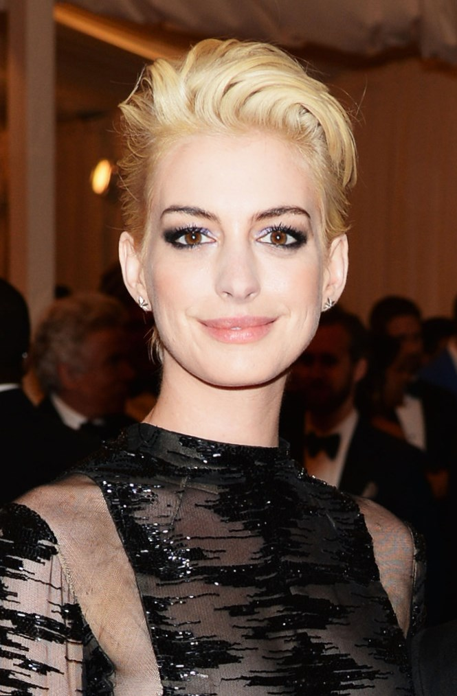 Celebrity Anne Hathaway Hair Changes Photos Video