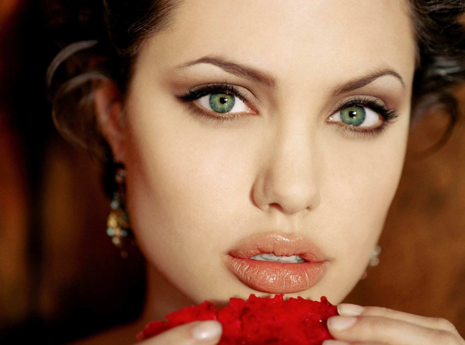 celebrity angelina jolie weight height and age