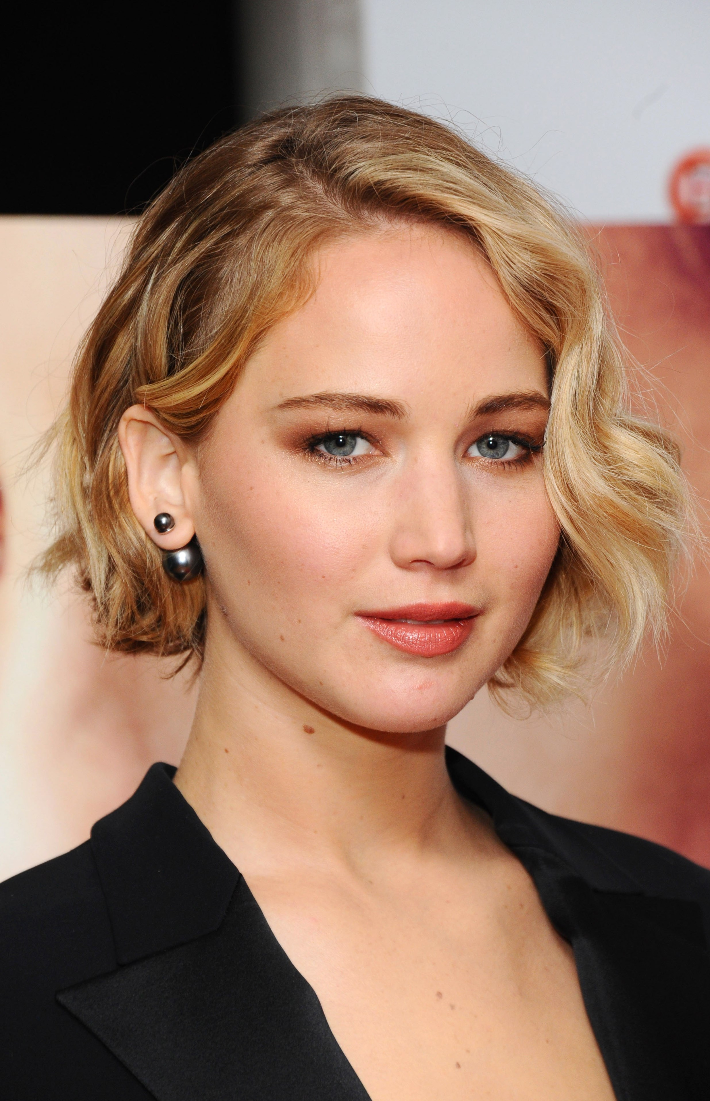 Celebrity Jennifer Lawrence - hair changes, photos, video Jennifer Lawrence
