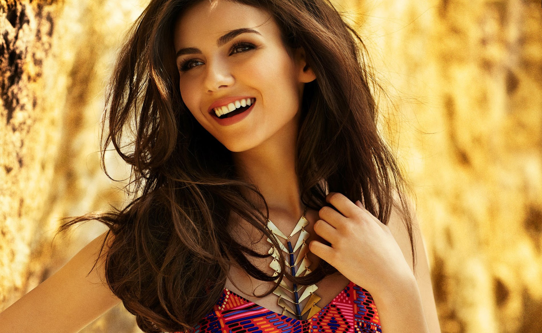 beauty look wallpapers: Celebrity Victoria Justice