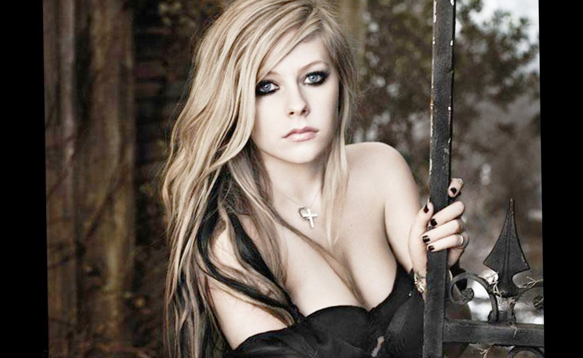 Avril Lavigne Hd photos,wallpaper,style poster