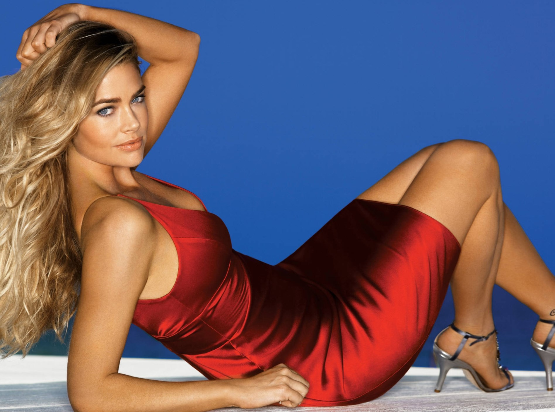Denise Richards porno énorme bite image