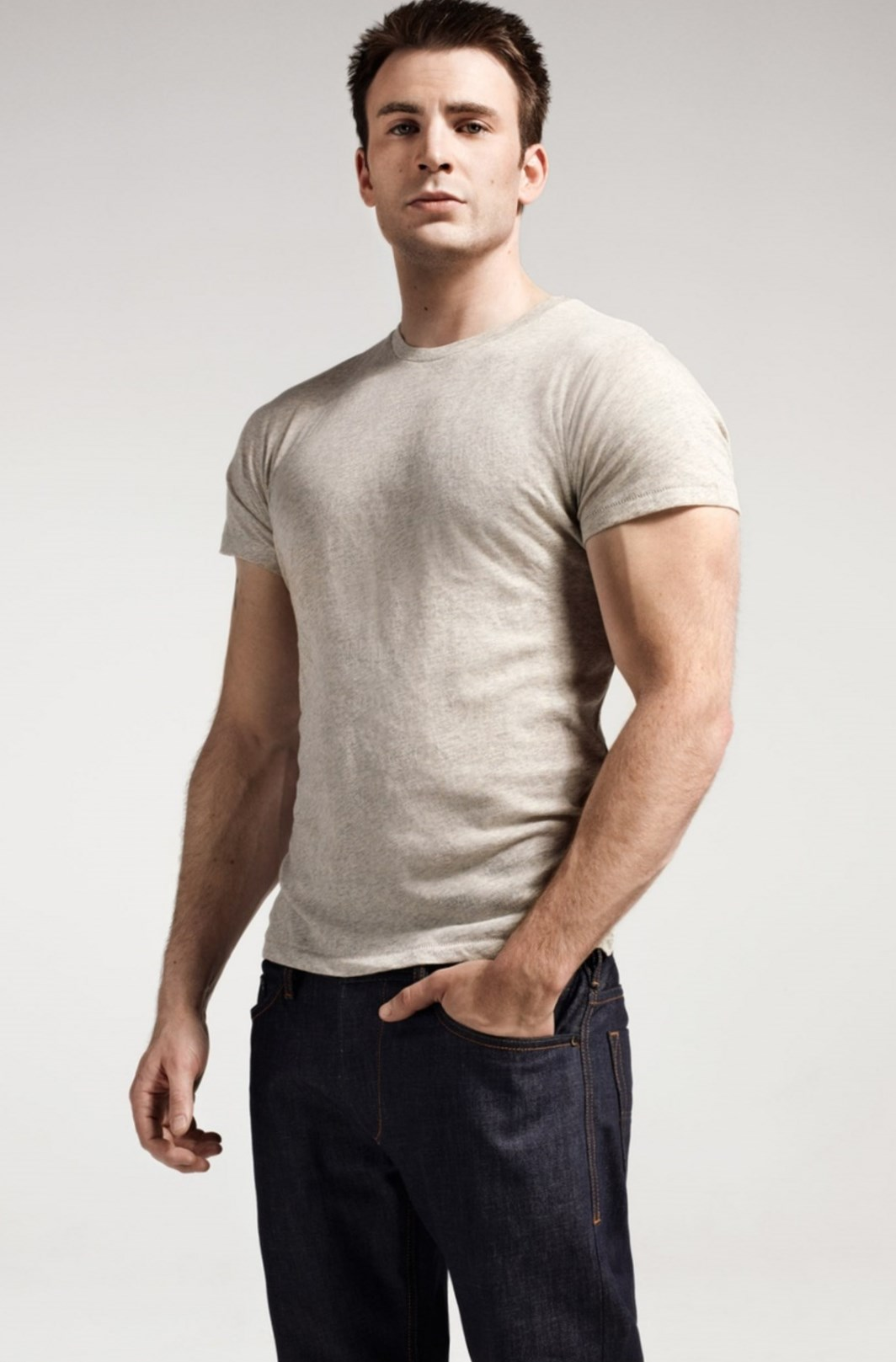 Chris Evans weight, height and age. We know it all!
