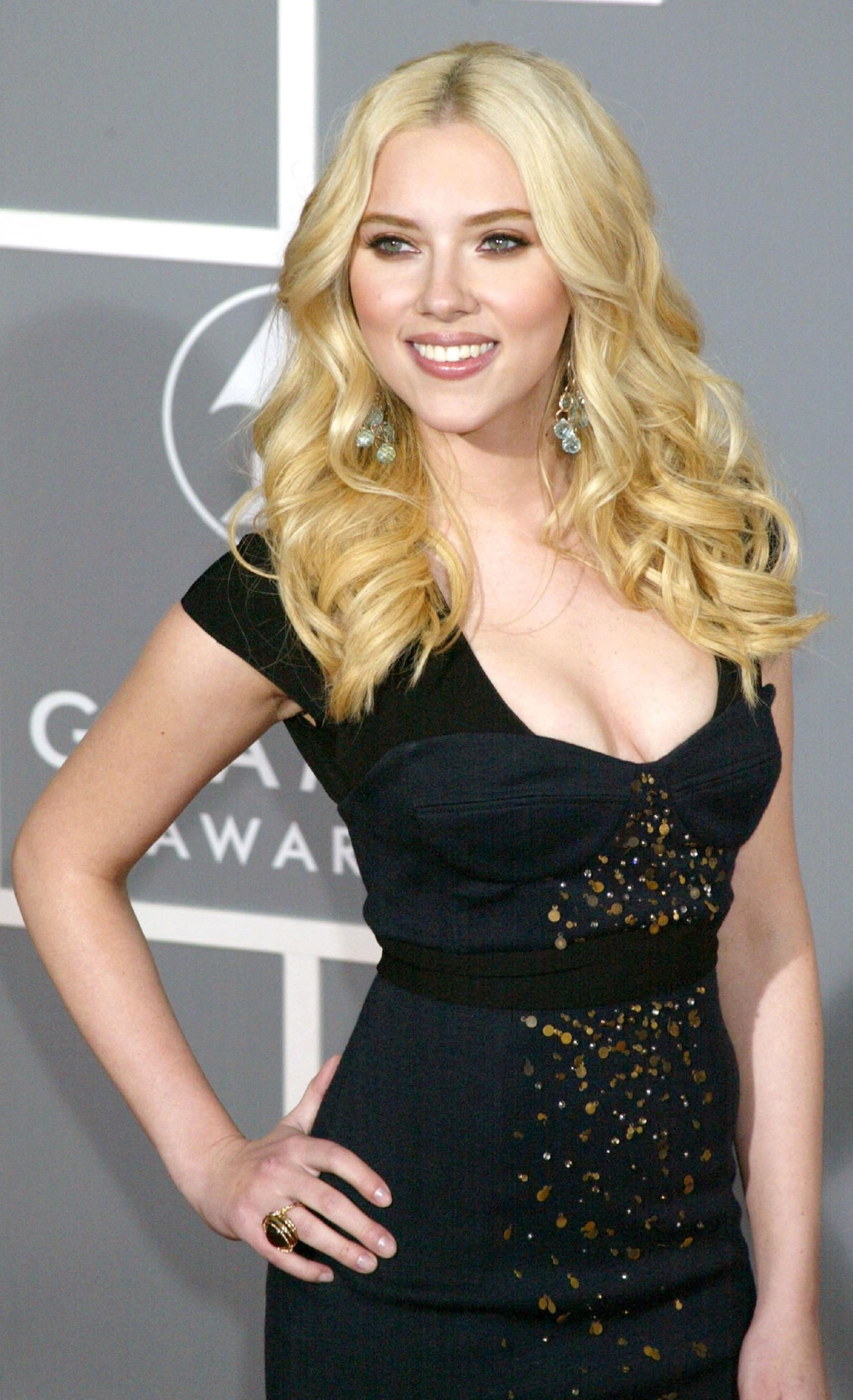 Scarlett Johanson Measurements Hair Eyes Color We Know