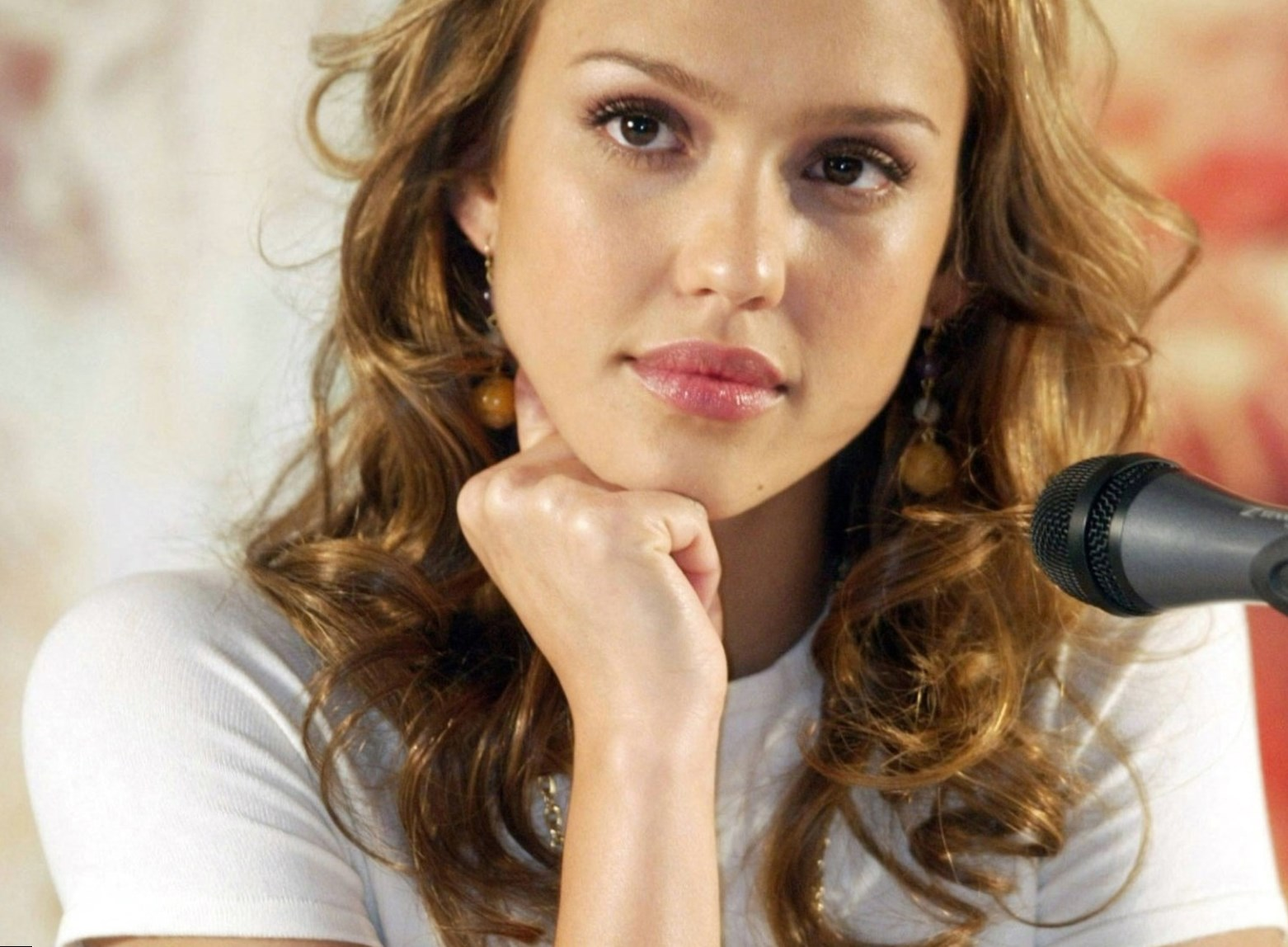 Jessica Alba weight, height and age. We know it all!