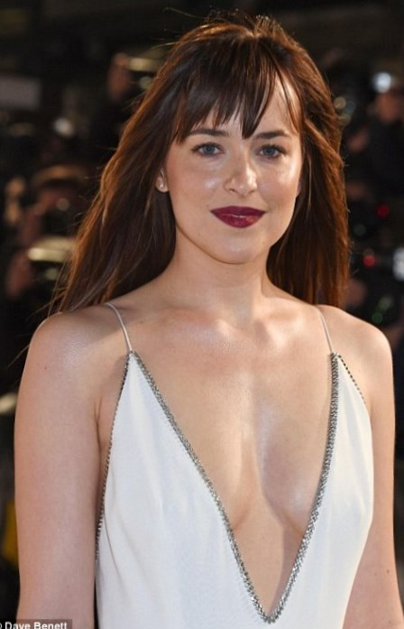 Dakota Johnson weight, height and age. We know it all!