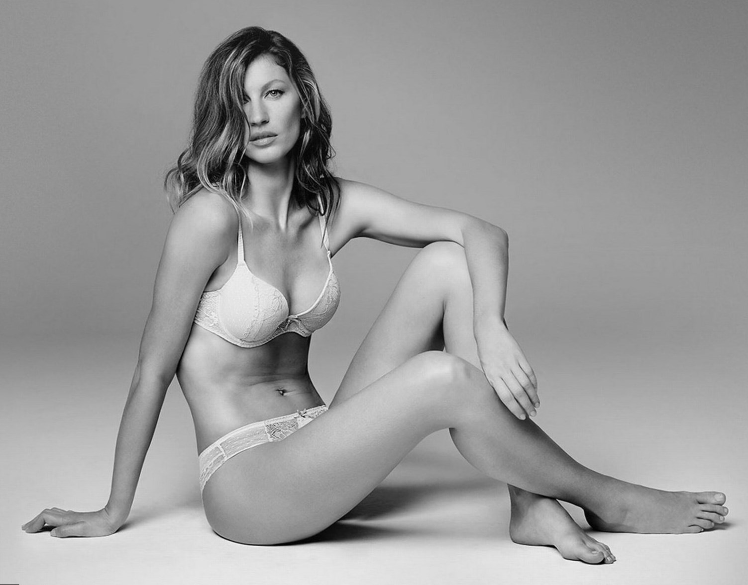 Gisele Bündchen weight, height and age. We know it all!