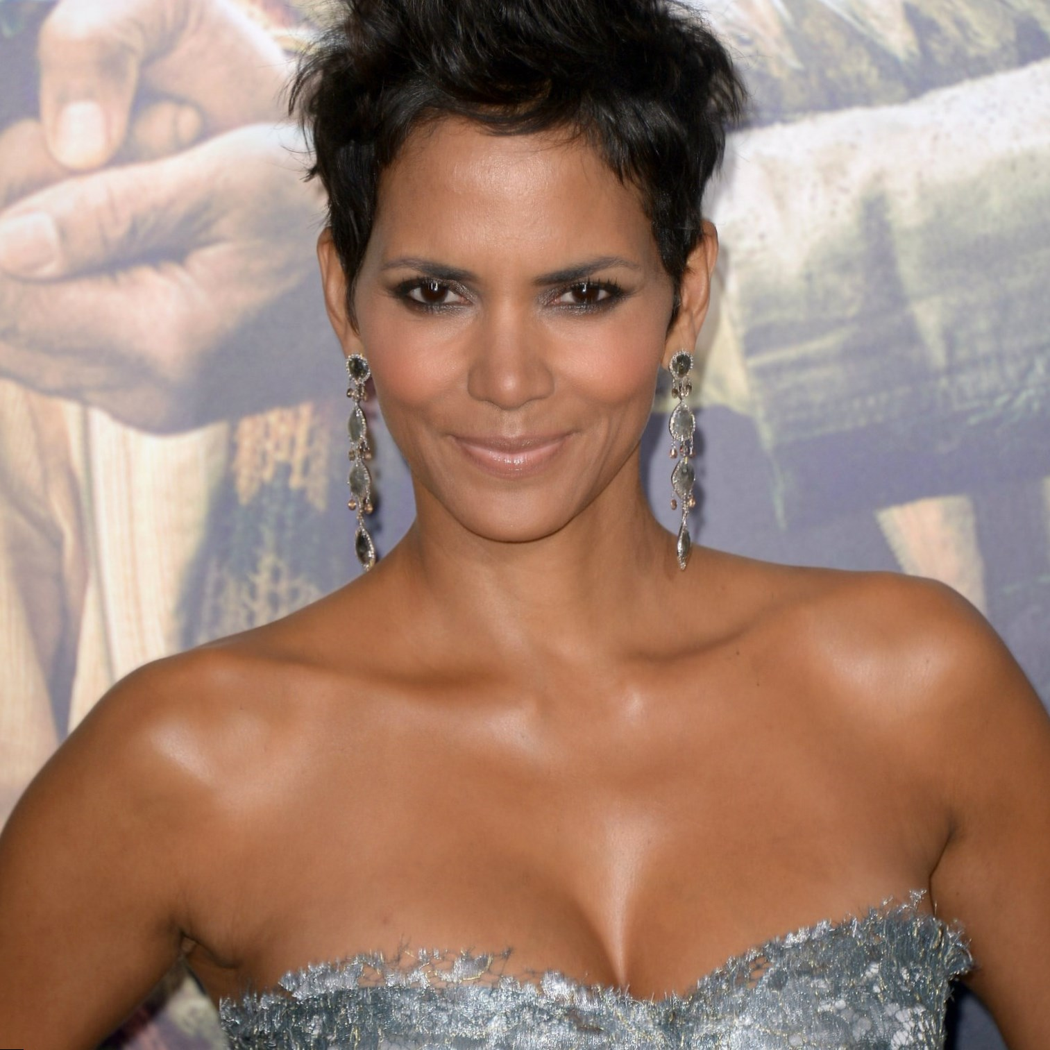 Halle Berry - Height, Weight, Age