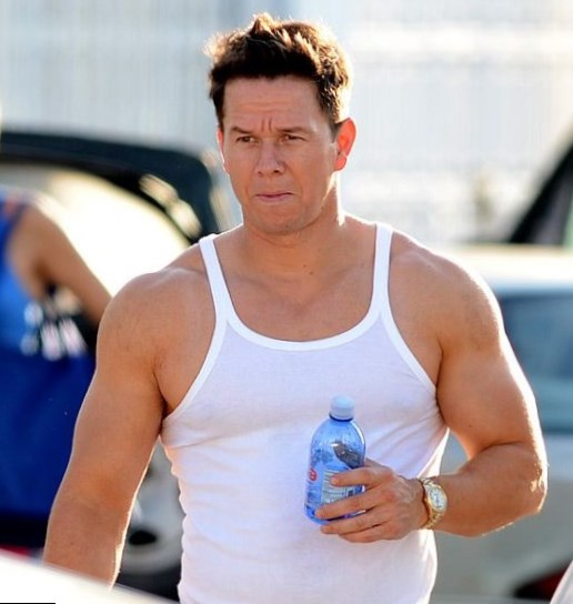Mark Wahlberg weight, height and age. We know it all!