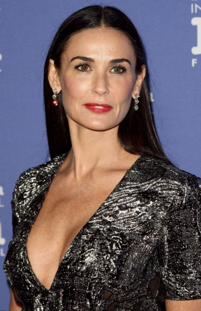 Demi Moore height, wei...