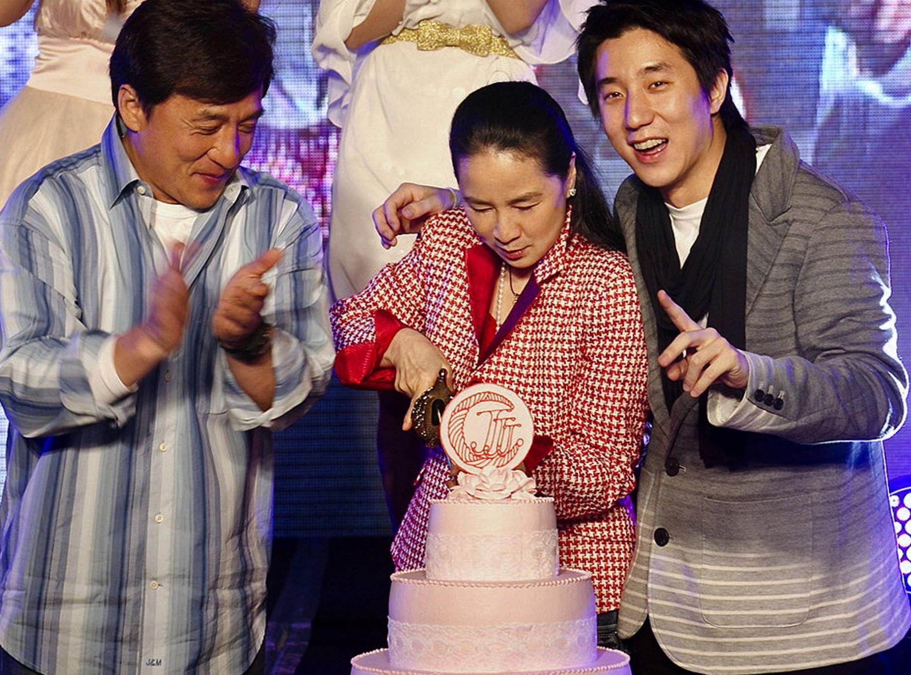 Jackie Chan family: siblings, parents, - 565.9KB
