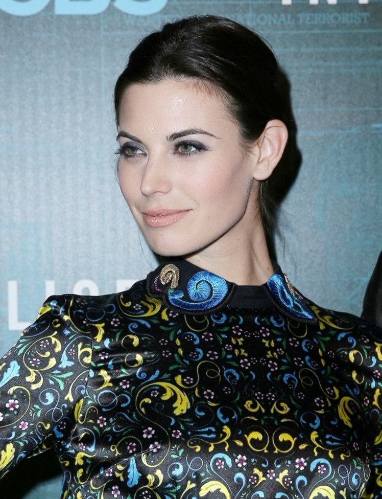 Meghan Ory Weight Height And Age Body Measurements