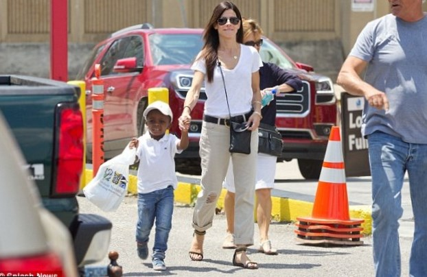 Sandra Bullock family: siblings, parents, children, husband