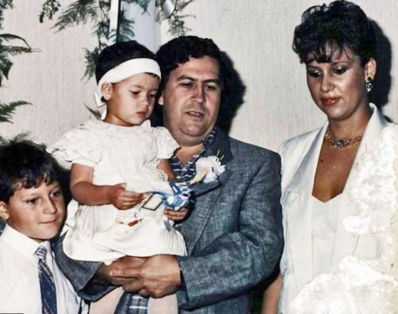 Αποτέλεσμα εικόνας για wife and children of  pablo escobar