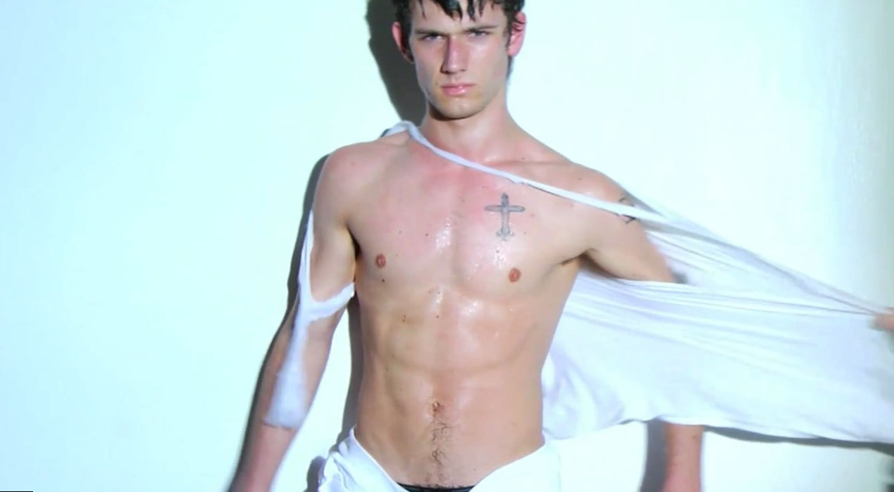 Alex Pettyfer Body Measurement