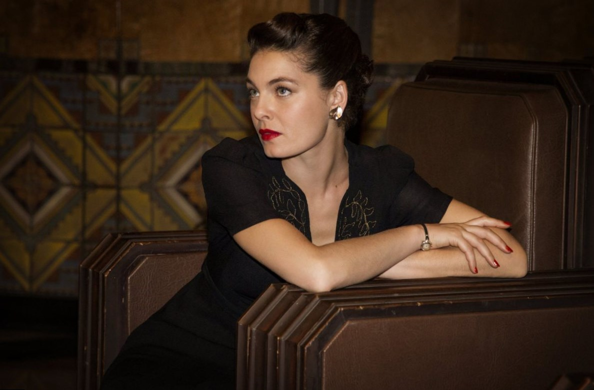alexa davalos weight height and age body measurements. Black Bedroom Furniture Sets. Home Design Ideas