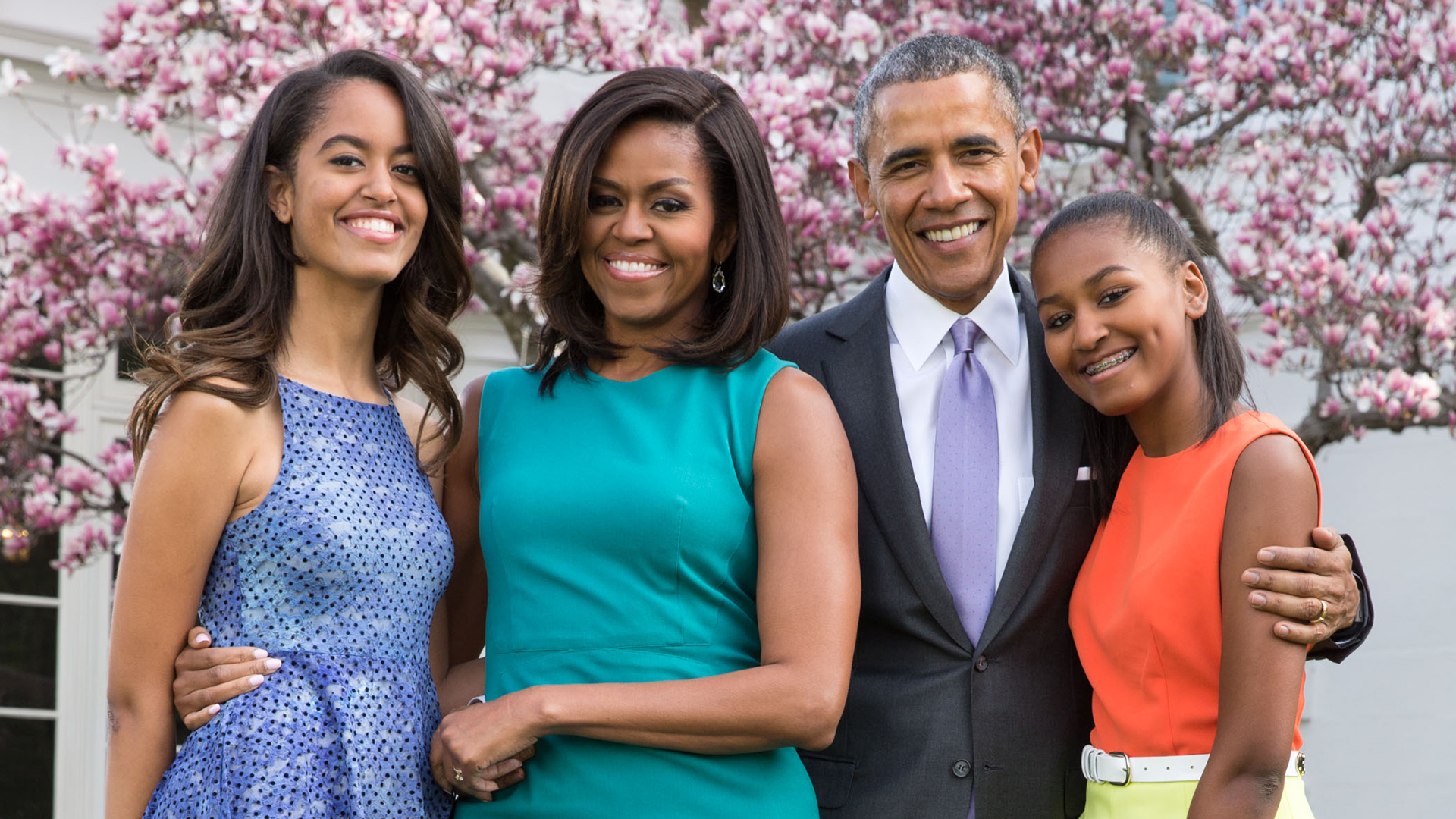 barack obama with wife and daughters