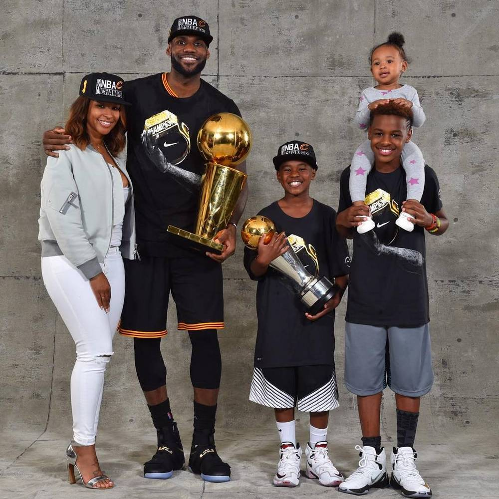James LeBron`s family