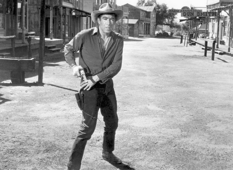 Anthony Quinn's height, weight and age