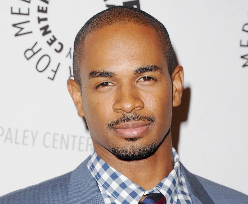 Damon Wayans Jr. eyes and hair color