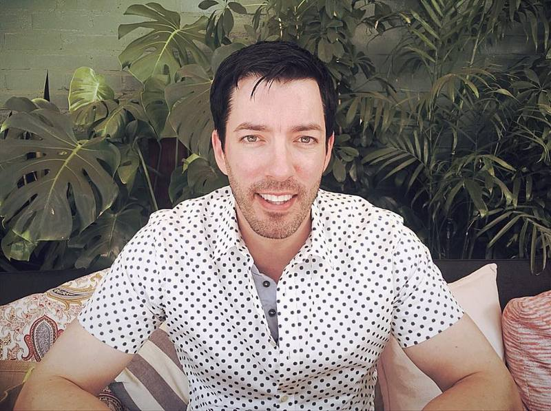 Drew Scott's eyes and hair color