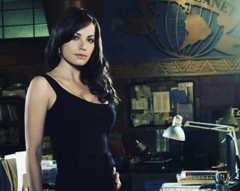Erica Durance's height, weight and body measurements