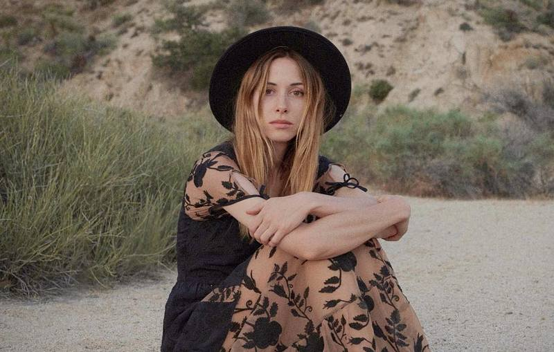 Gillian Zinser's eyes and hair color